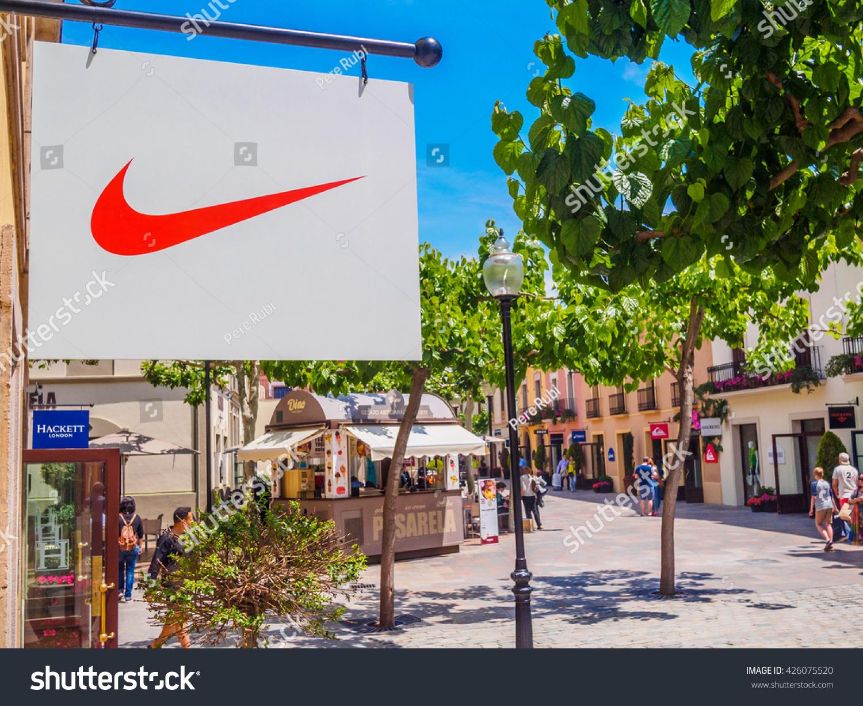 Adidas outlet la roca for Las rocas outlet barcelona