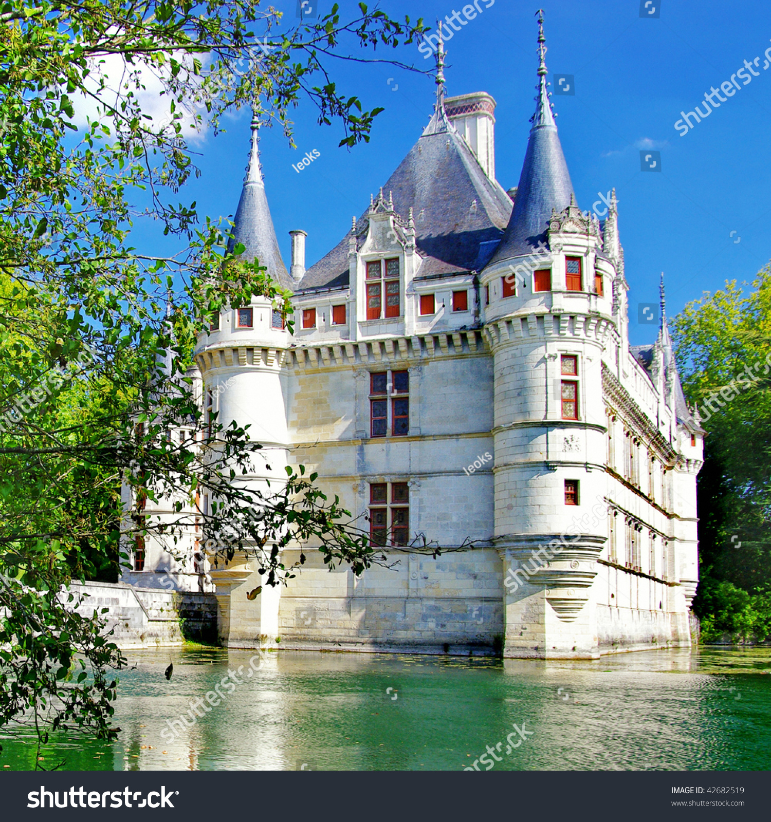 a history of french castles and palace building Castle history medieval castle history  king edward i   there was great celebration at the palace of westminster.