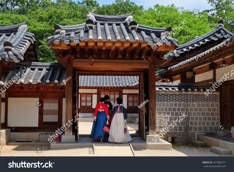 SEOUL SOUTH KOREA MAY 21 Lady in Hunbok dress at Gyeongbokgung Palace on May 21 2016 in Seoul South Korea