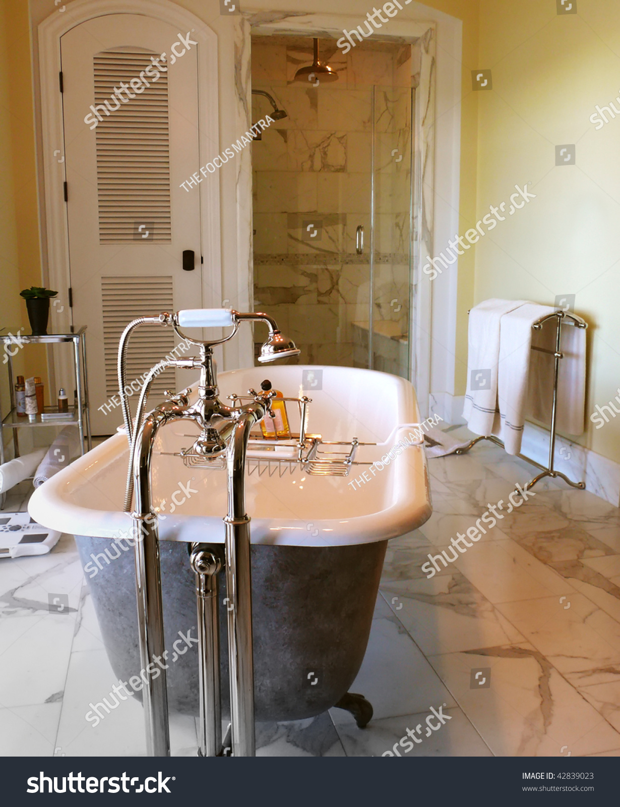 Great Tub Paint Huge Bathtub Refinishers Solid Bath Refinishing Service How To Paint A Tub Old Paint A Bathtub Coloured Paint For Tubs
