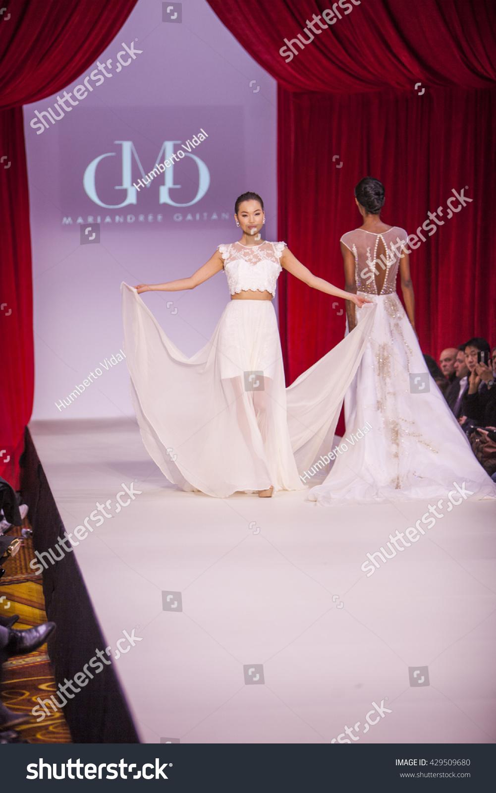Model Walks Runway Mariandree Gaitan Fall Stock Photo 429509680 Shutterstock