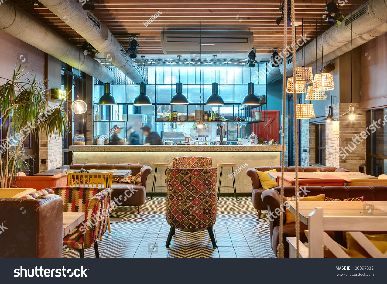 Gorgeous multi restaurant decoration design