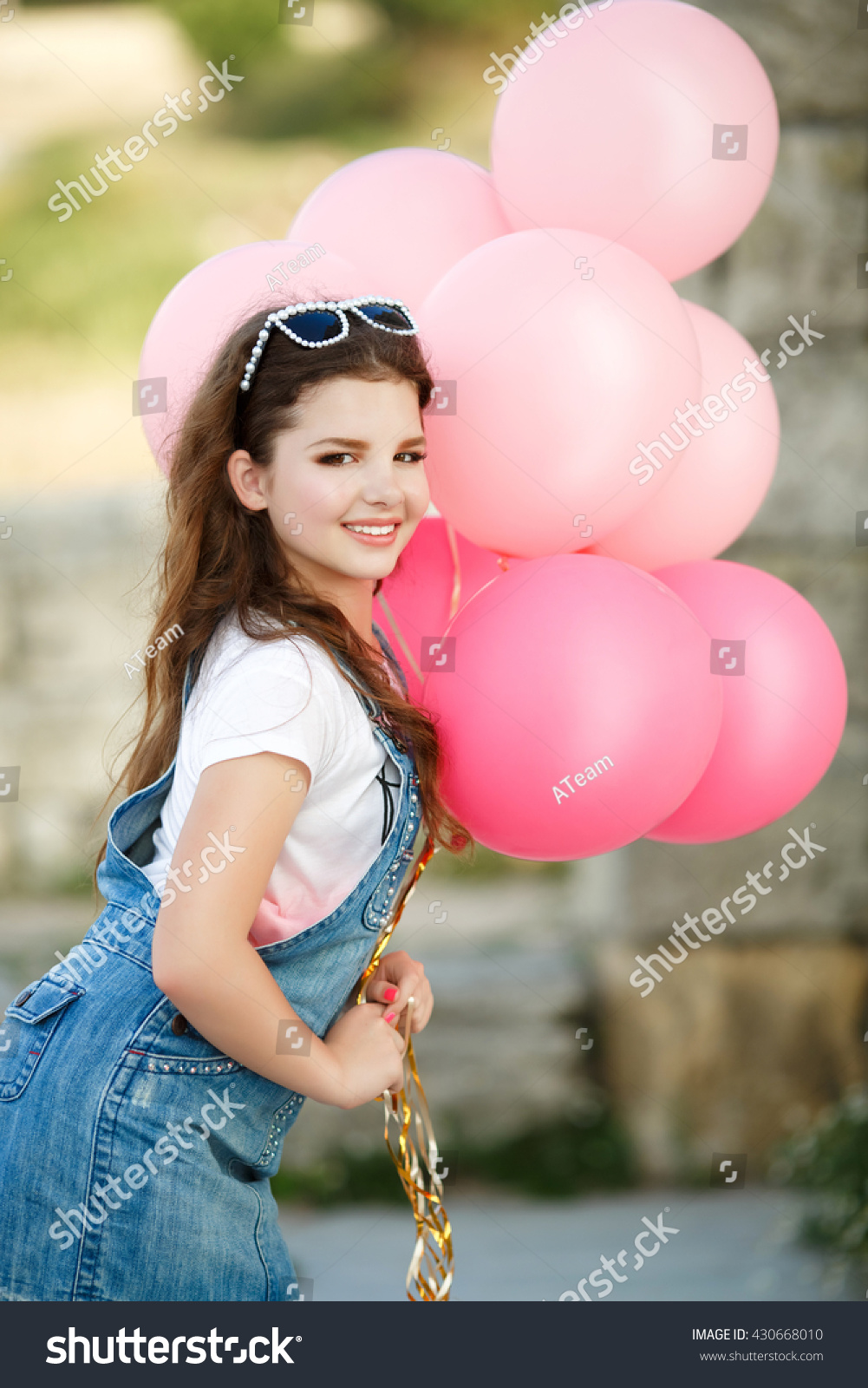 df3051eb3 Royalty-free Cute child with balloons outdoor