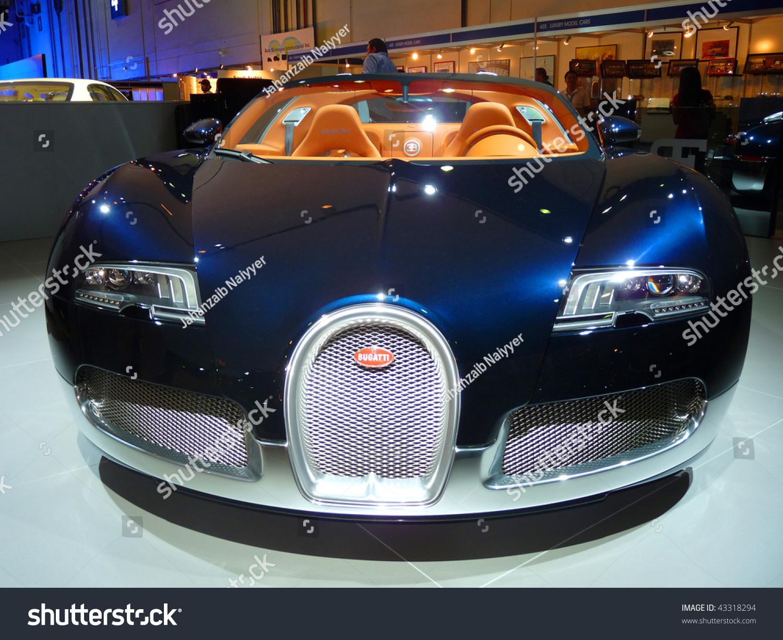 dubai uae december 19 bugatti veyron on display during dubai motor show 2009 at dubai int 39 l. Black Bedroom Furniture Sets. Home Design Ideas