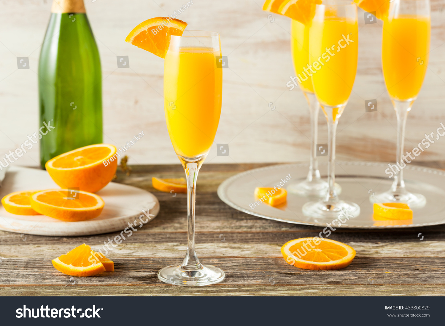Homemade refreshing orange mimosa cocktails champaigne for Cocktail mimosa