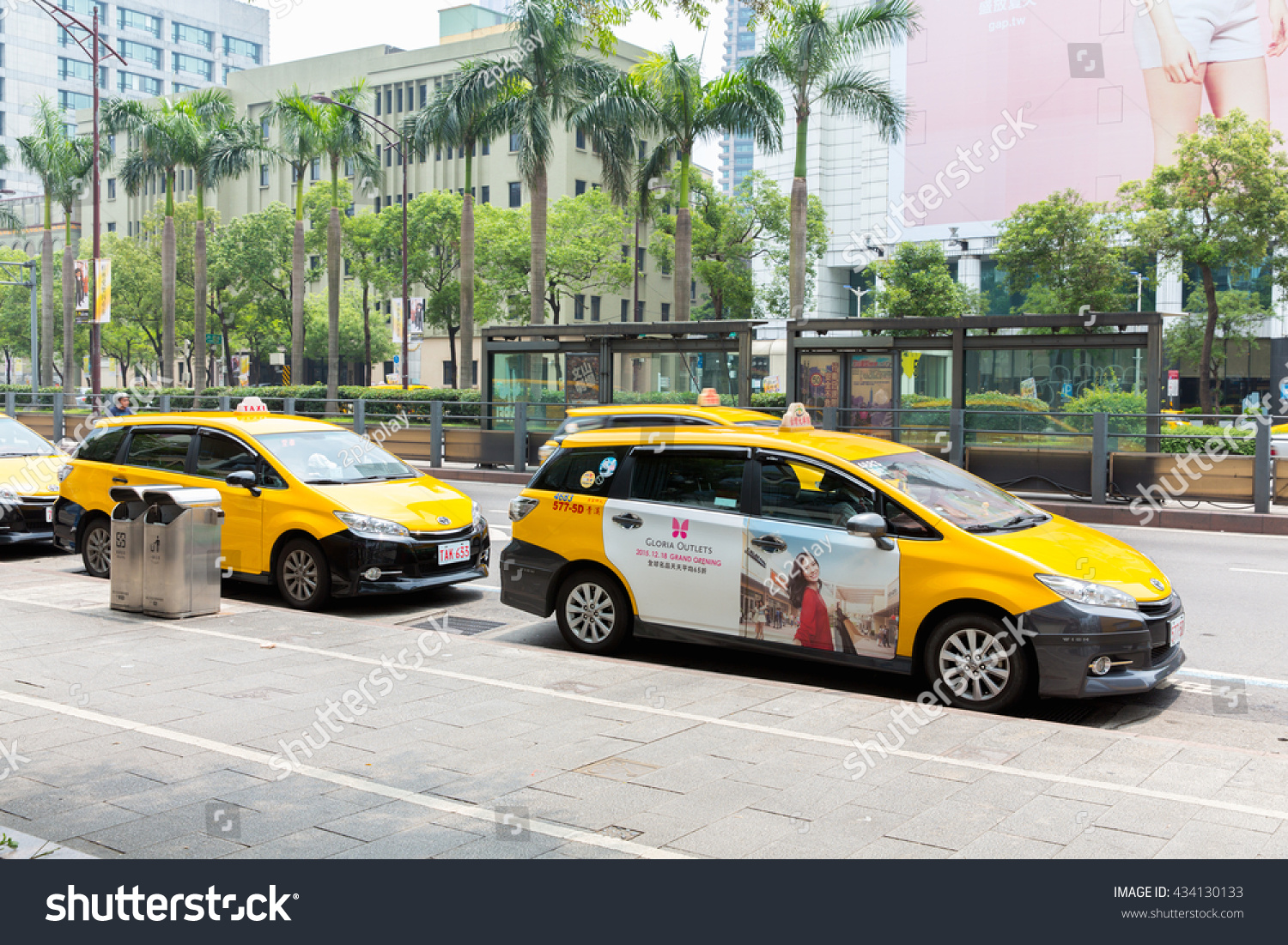Taipei Taiwan May 4 2016 Taxi Stock Photo 434130133 Shutterstock