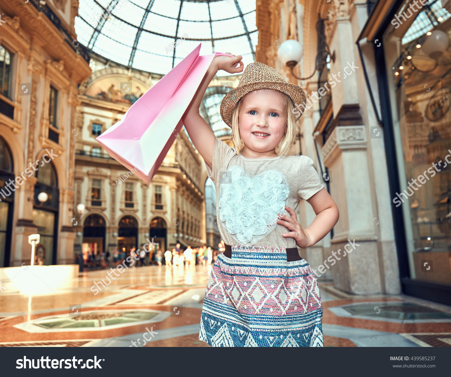 Discover most unexpected trends milan portrait stock photo for Cheap shopping in milan