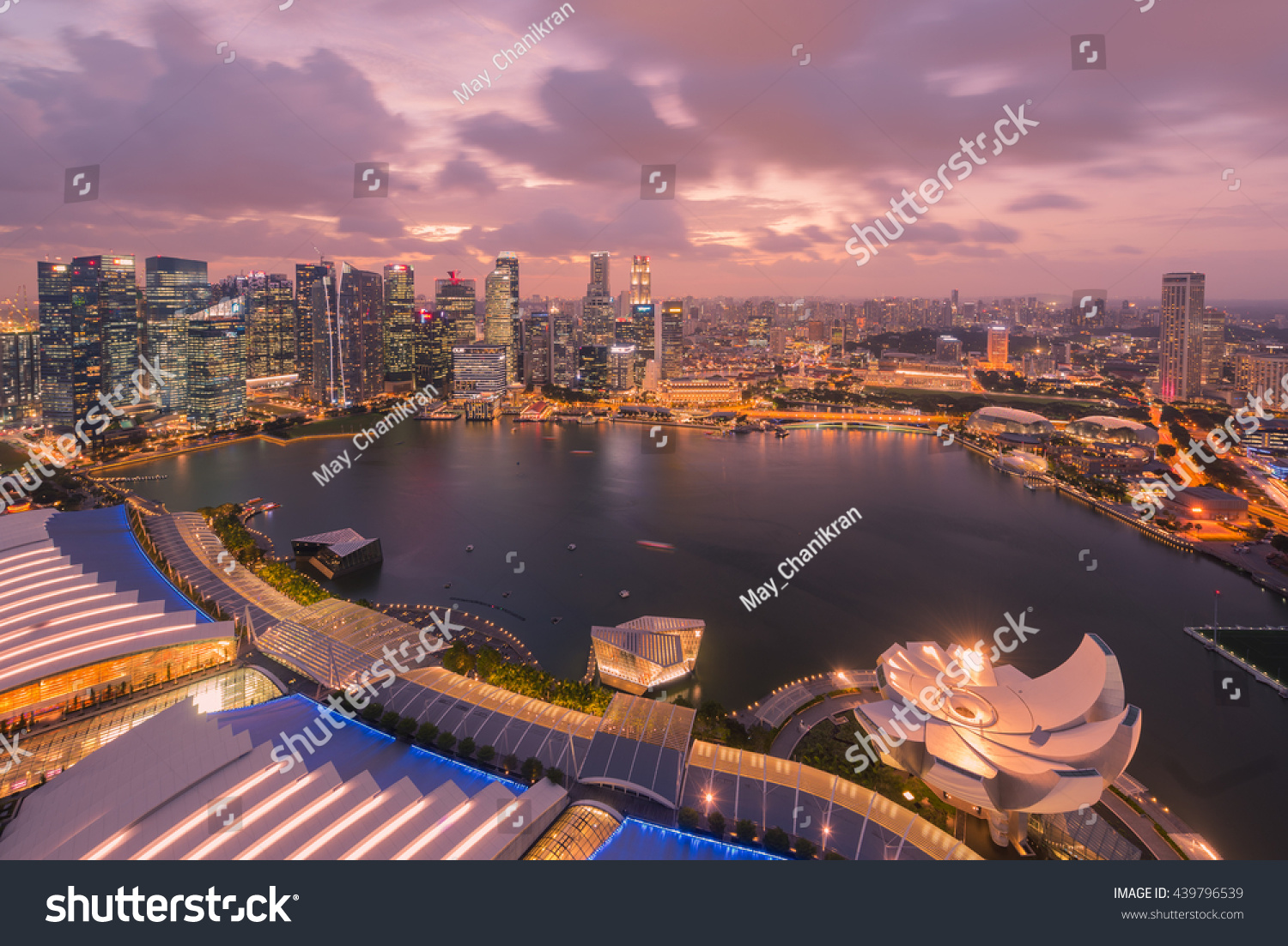 SINGAPORE, FEBRUARY 26 2016 : Singapore cityscape of the financial district, Singapore on February 26 2016 #439796539