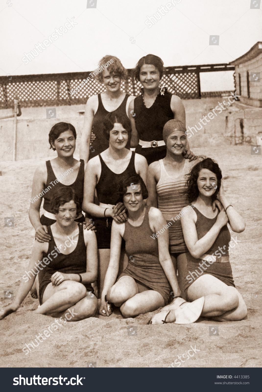 Bathing Beauties Circa 1919 Vintage Photo Stock Photo 4413385 - Shutterstock-1401