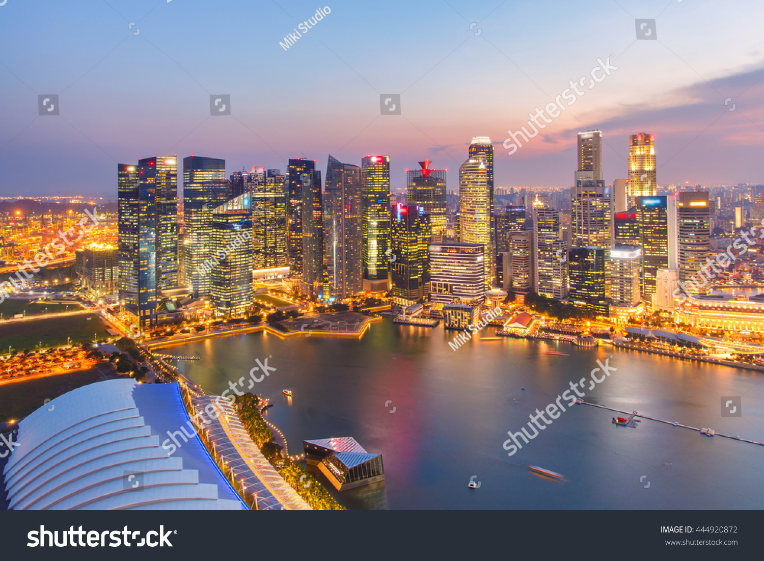 Landscape of the Singapore financial district and business building. #444920872