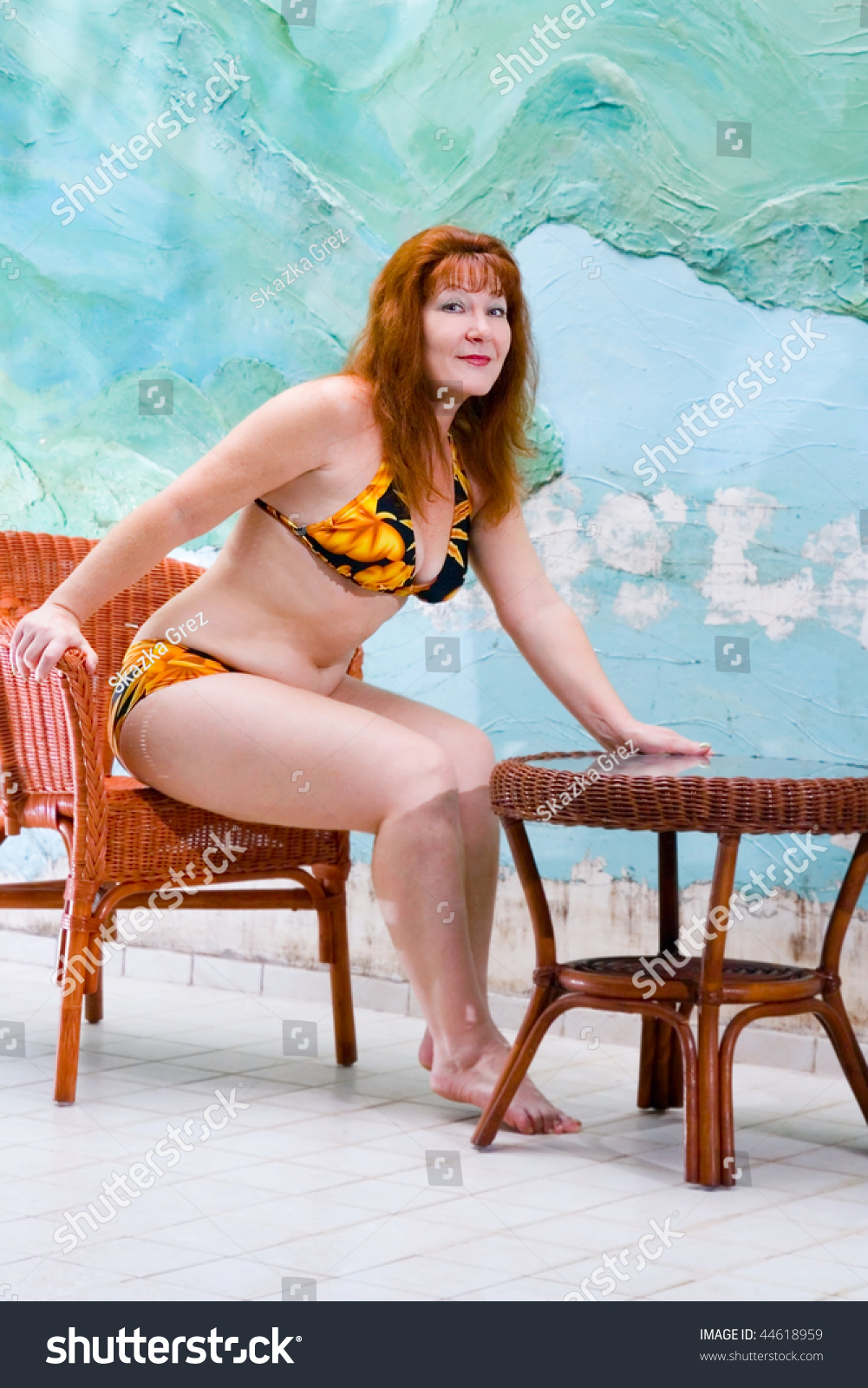 Portrait pretty old woman in bathing suit