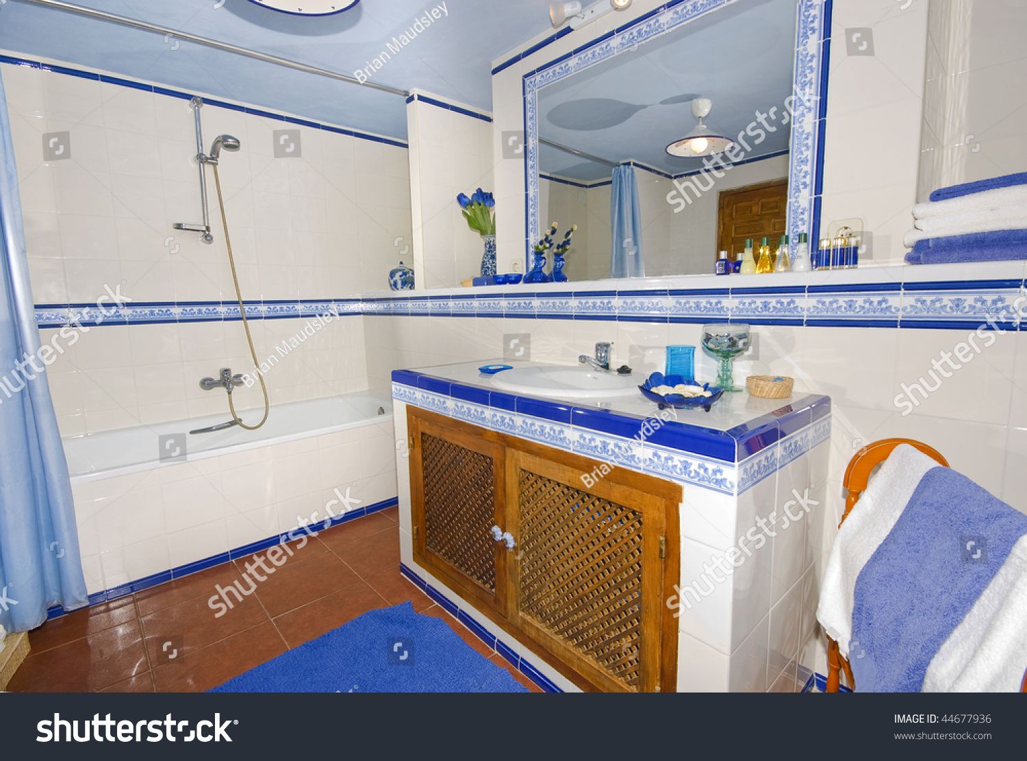 Rustic Spanish Country Style Bathroom White Stock Photo 44677936 ...