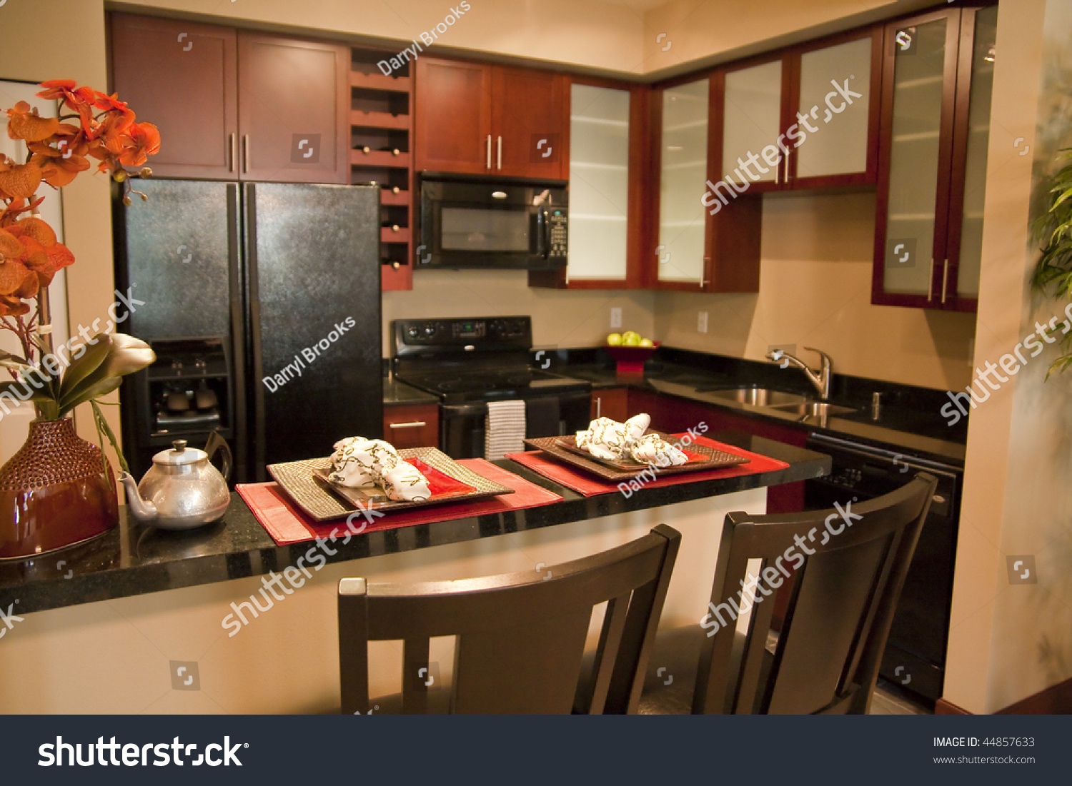 A modern well decorated kitchen with a breakfast counter for Well decorated kitchen