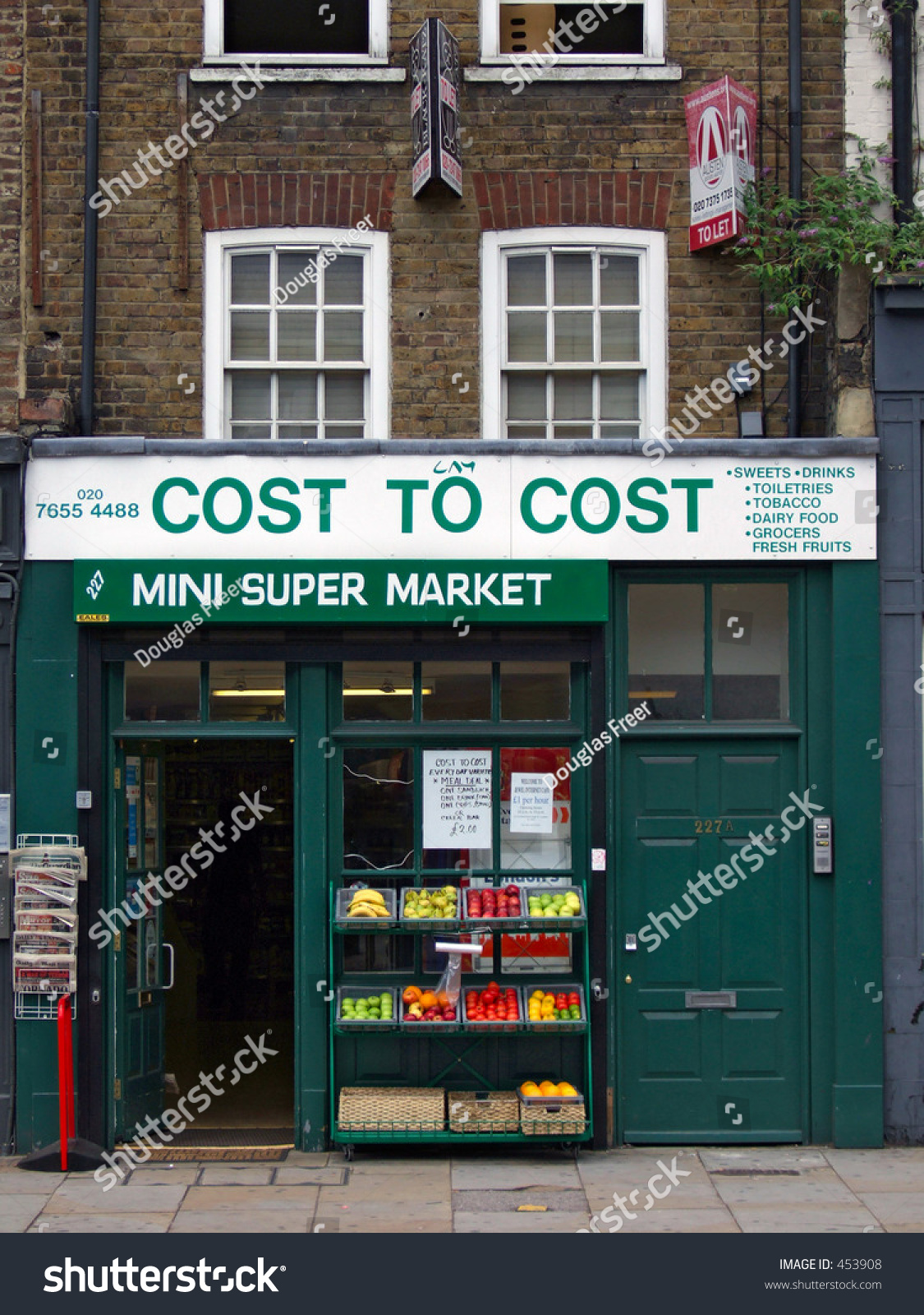 Shoreditch London Uk: A Typical Small Store In Shoreditch, London, England Stock