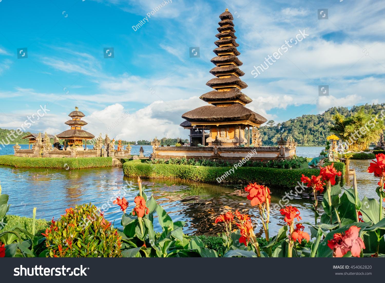 Pura Ulun Danu Bratan Temple Bali Stock Photo 454062820  Shutterstock