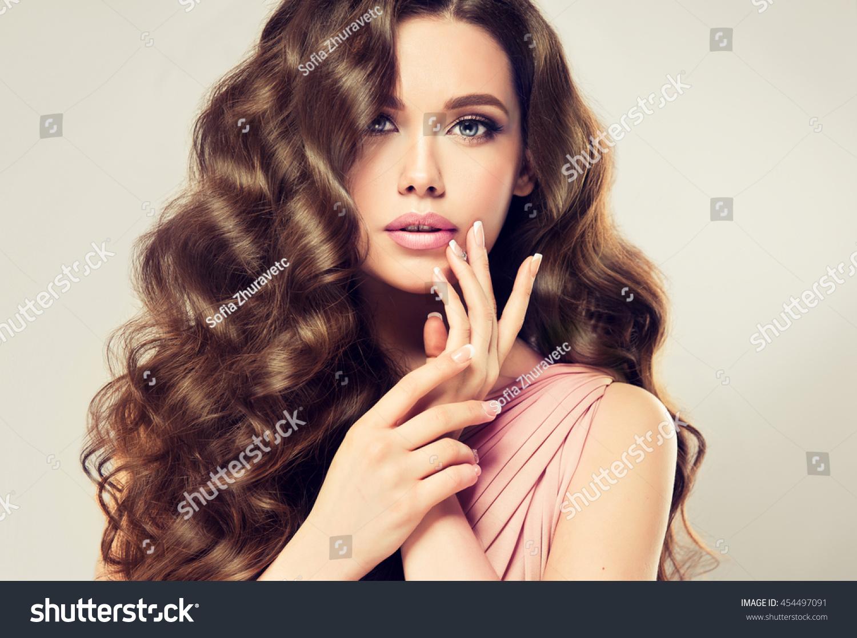 Foto Stock De Brunette Girl Long Shiny Wavy Hair Editar Agora