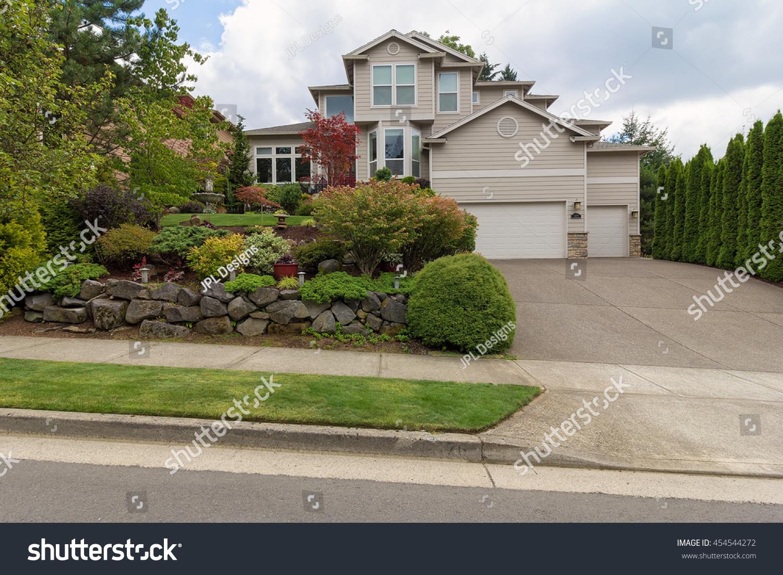 traditional house three car garage frontyard stock photo 454544272