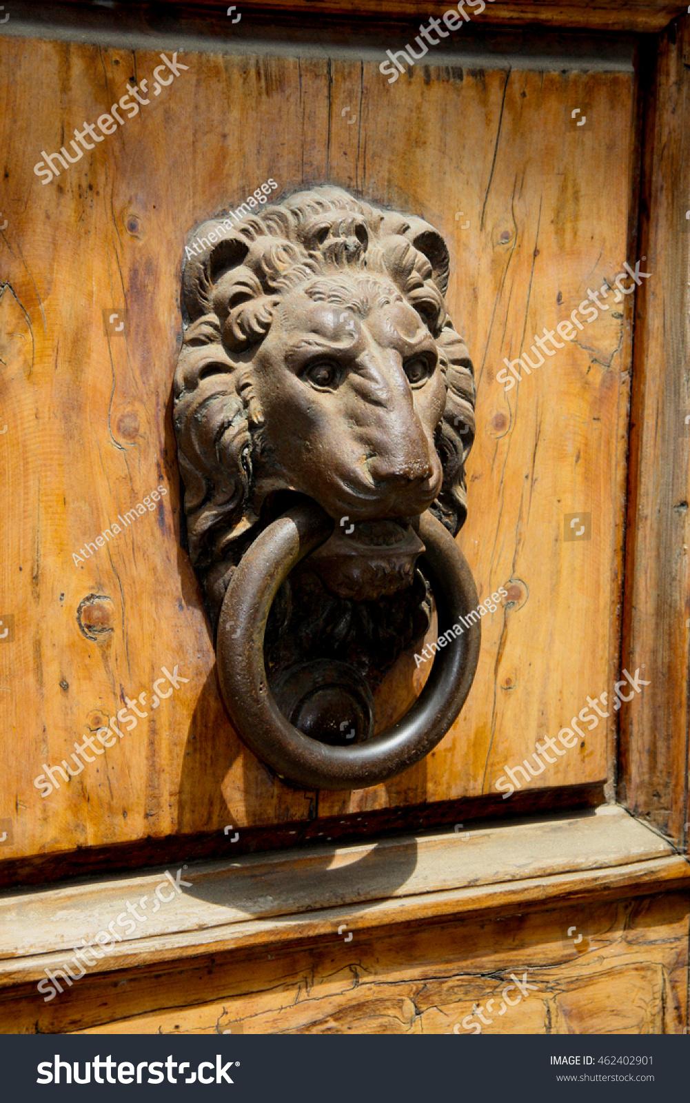 Antique lion head door knocker on an old, heavy wooden door - Antique Lion Head Door Knocker On Stock Photo 462402901 - Shutterstock