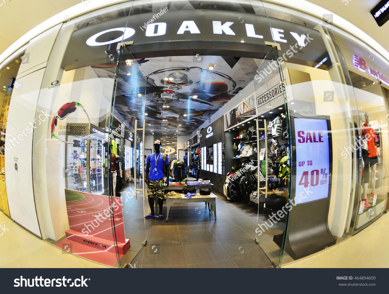 e7fcc3f9b7 Oakley Store Dubai Mall « One More Soul