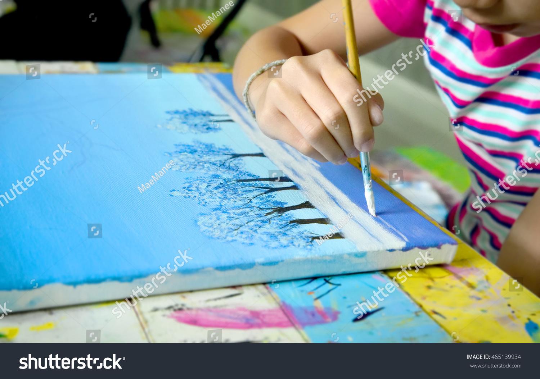 Простые рисунки акриловыми красками на бумаге