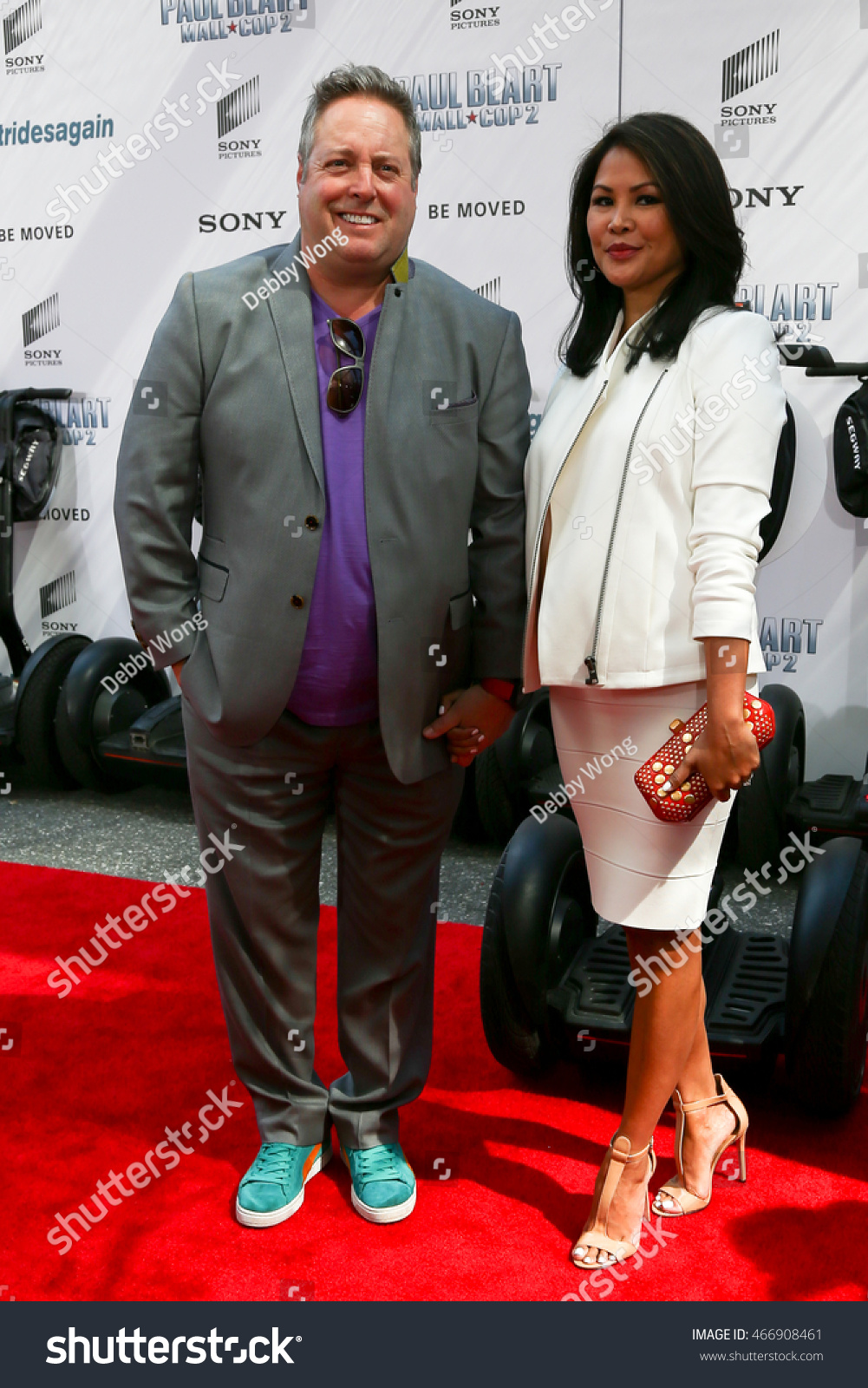 NEW YORK APR 11: Actor Gary Valentine (L) And Wife Jackyline Knipfing
