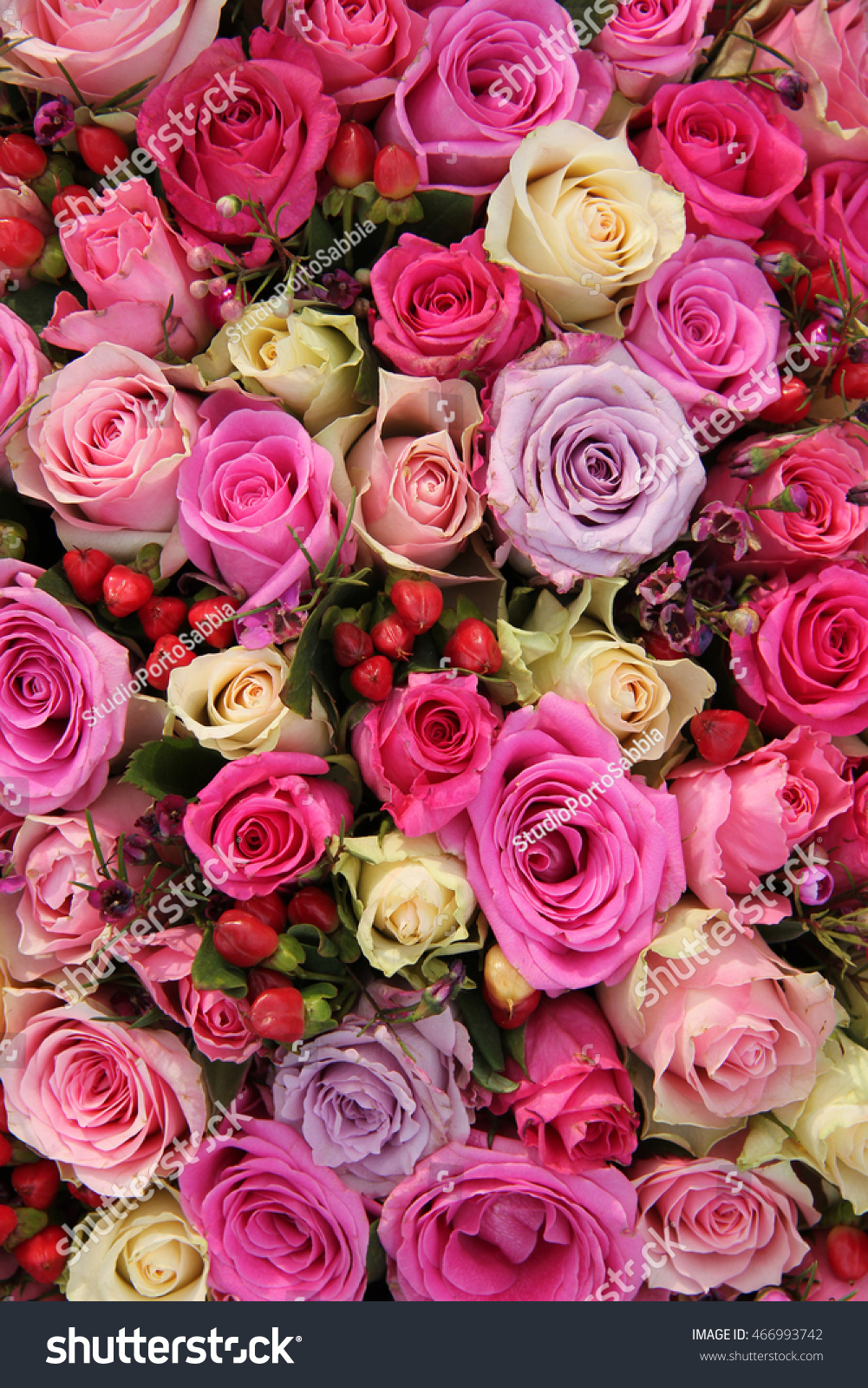 Lathyrus and roses in a pink wedding arrangement | EZ Canvas