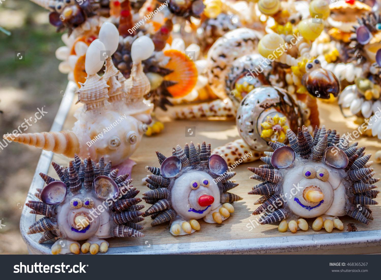 Crafts made of seashells figurines of animals hedgehog for Animals made out of seashells