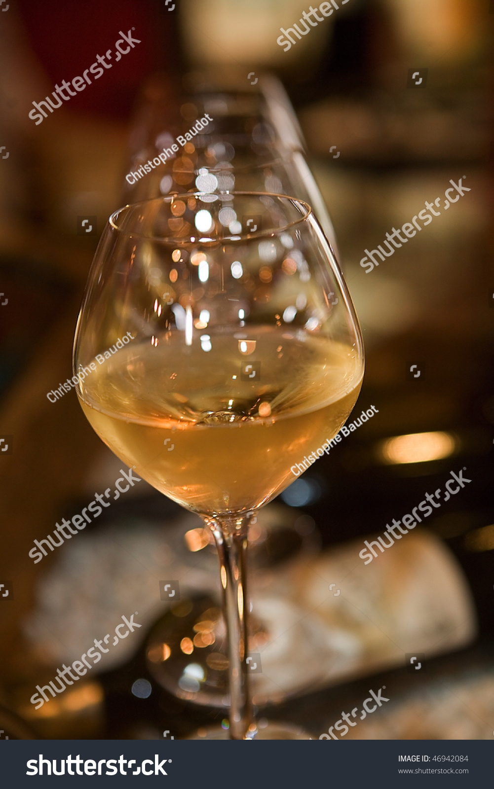 verres de vin en gros plan stock photo 46942084 shutterstock. Black Bedroom Furniture Sets. Home Design Ideas