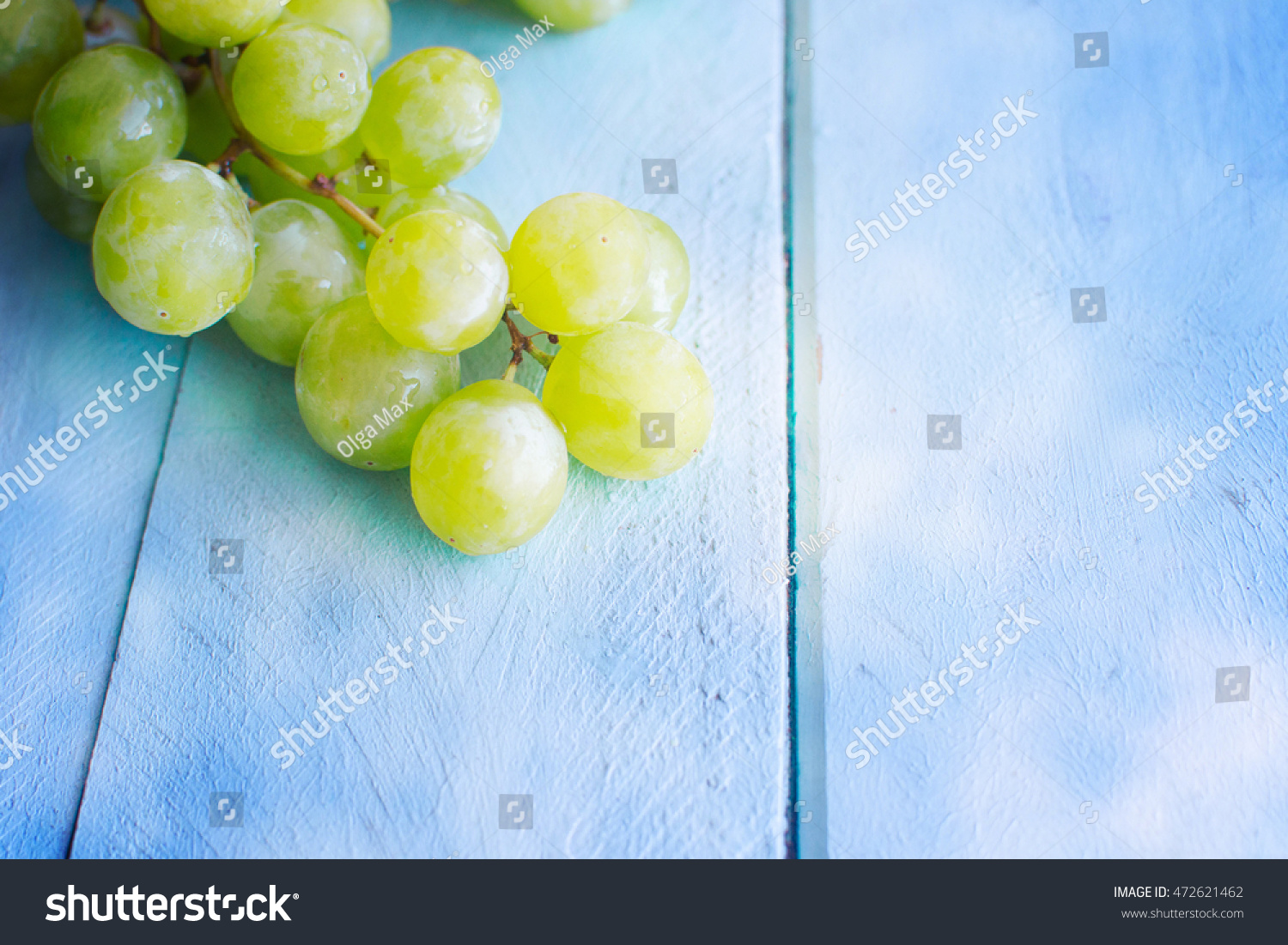 Bunch of green grapes #472621462