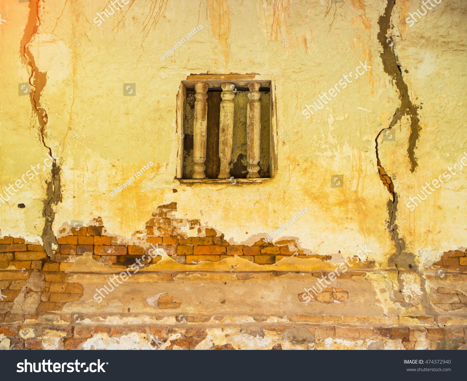 Royalty-free Old wall with peeling paint, scratched… #474372940 ...