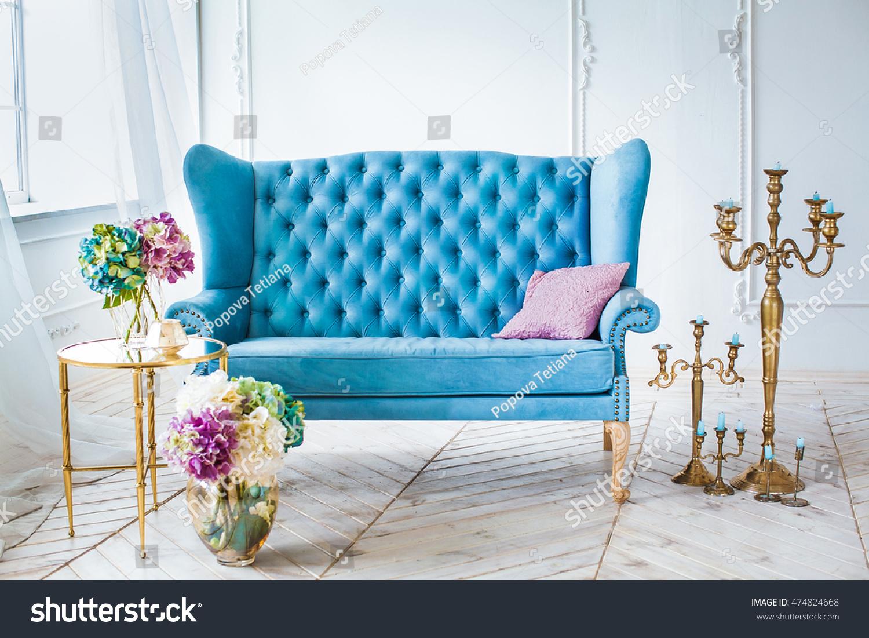 Blue Leather Sofa Golden Candlestick Vase Stockfoto Jetzt