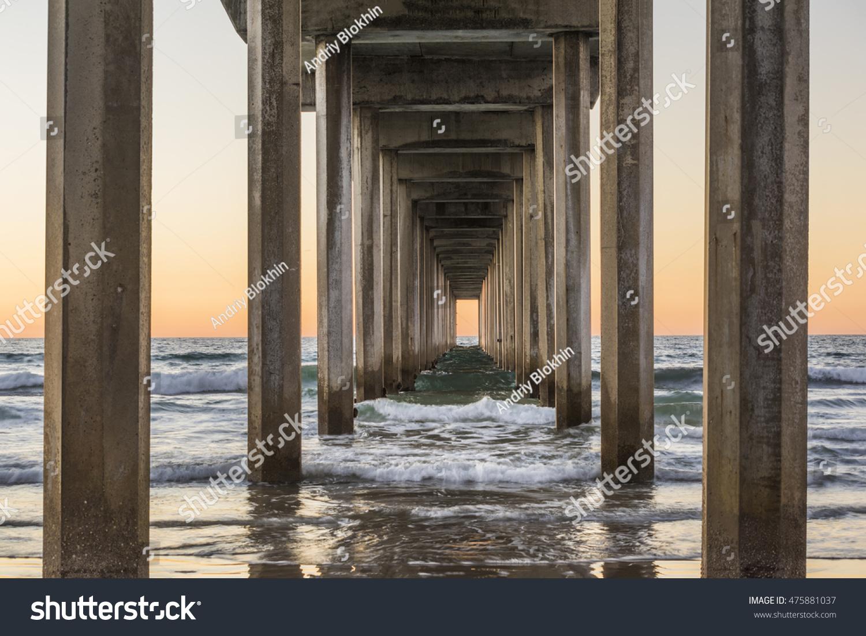 Symmetrical Shot Under Scripps Pier Waves Imagen De Archivo (stock ...