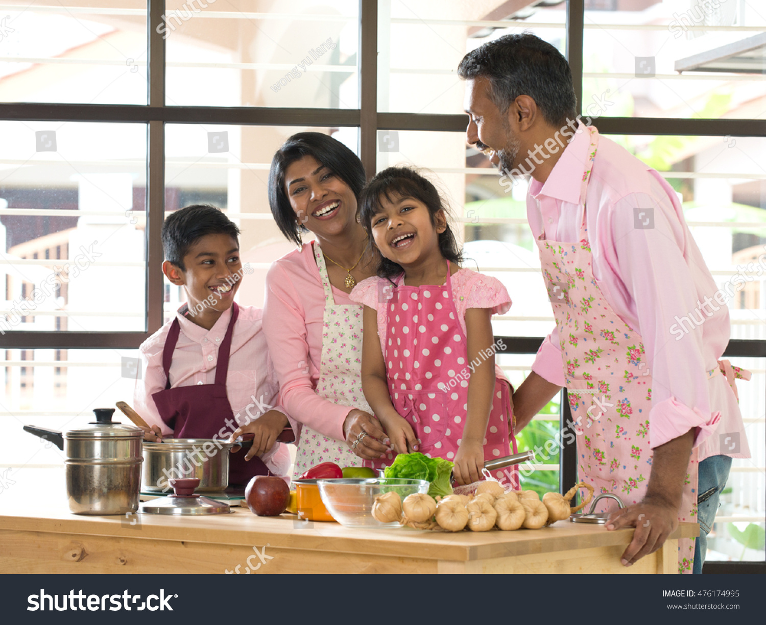 spend family quality time Do you have a hard time finding quality family time this post tells you why family time is important and how easily you can spend time with kids and family.