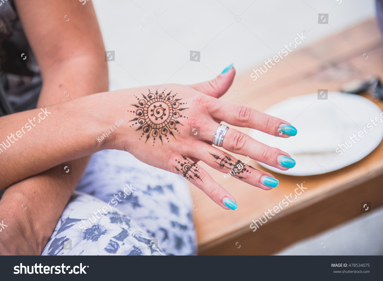 Henna Mandala Tattoo On Women Hands Stock Photo Edit Now 478534075