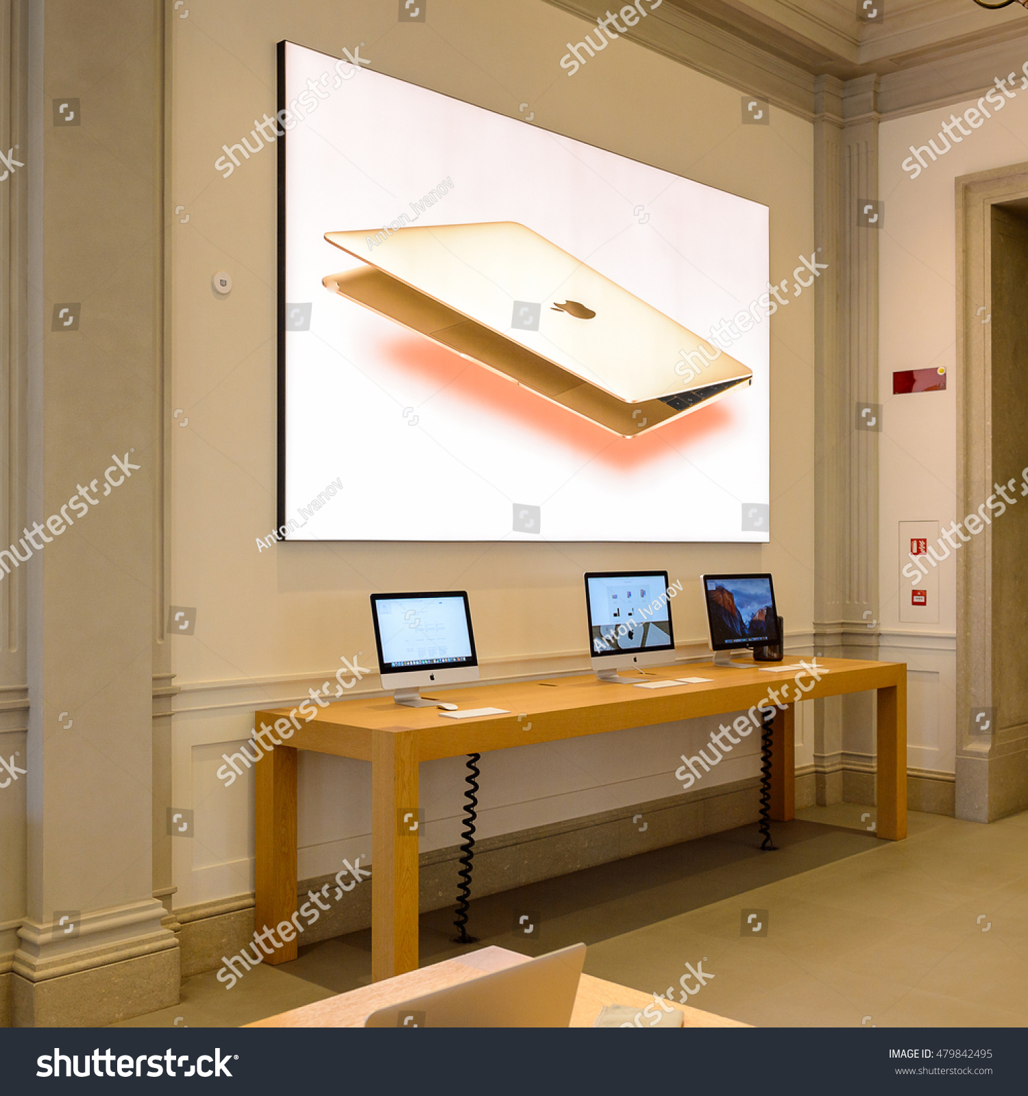 florence italy may 6 2016 apple stock photo 479842495 shutterstock