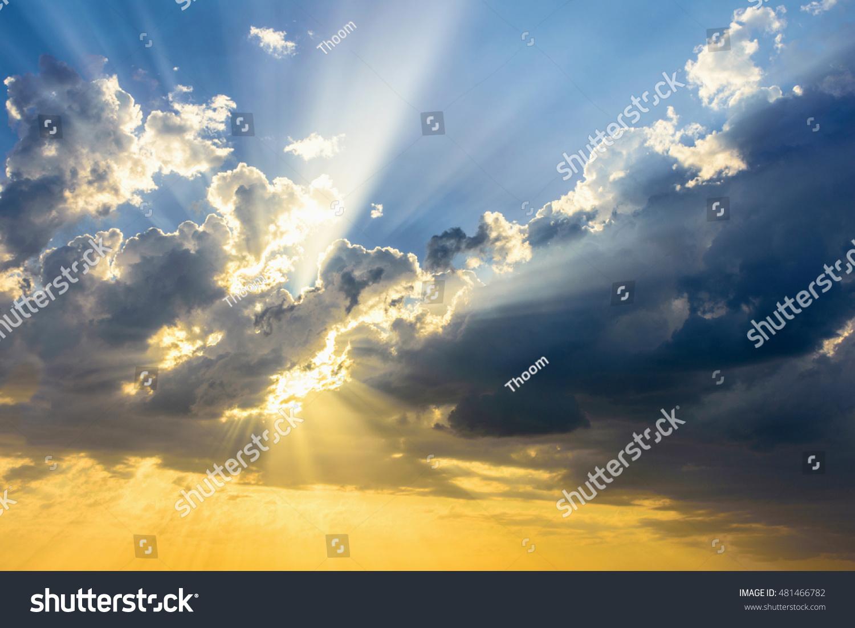 Sunlight through clouds wallpaper