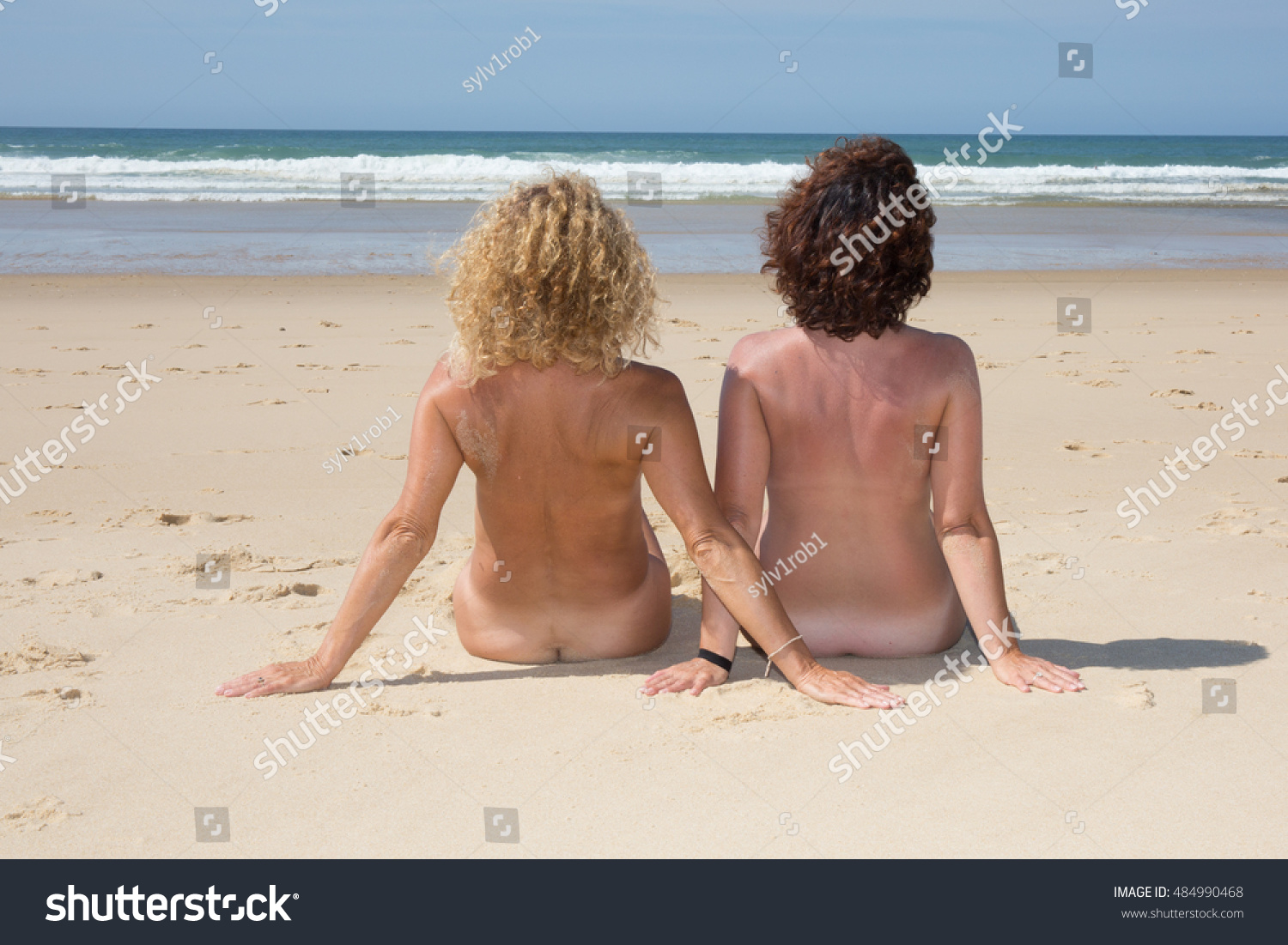 Apologise, Naked girl sitting on beach something