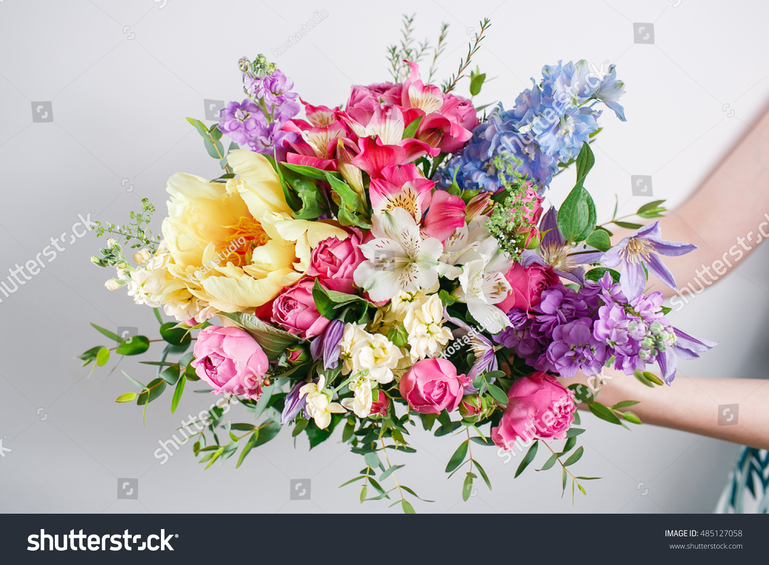 Luxury Bouquets Flowers Hat Box Roses Stock Photo (Royalty Free ...