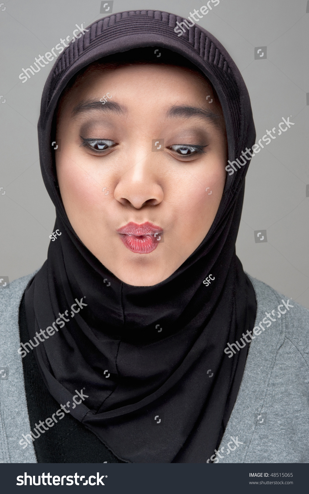 surprise muslim single women Flashback: doctor exposes muslim woman's unsanitary practice, pays high price by do you think that a muslim surgeon should be allowed to wear a headscarf.