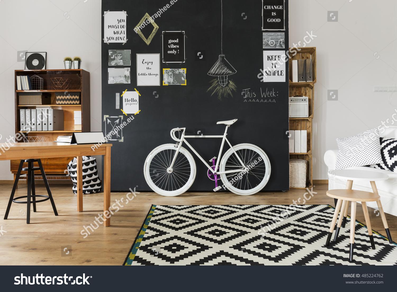 Chambre Avec Un Mur Noir chambre design moderne avec un mur : photo de stock