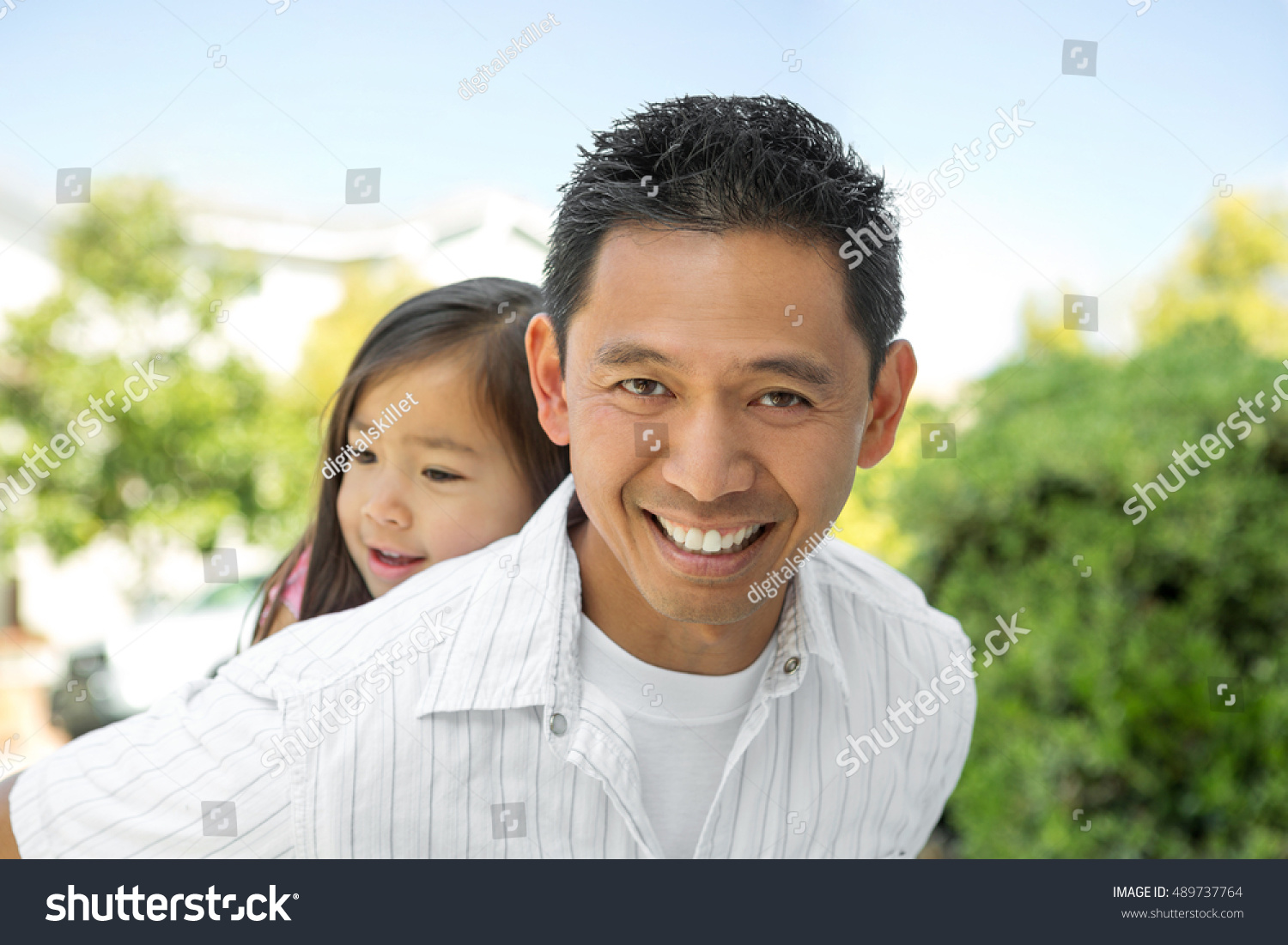 Asian Father And Daughter Stock Photo 489737764 : Shutterstock