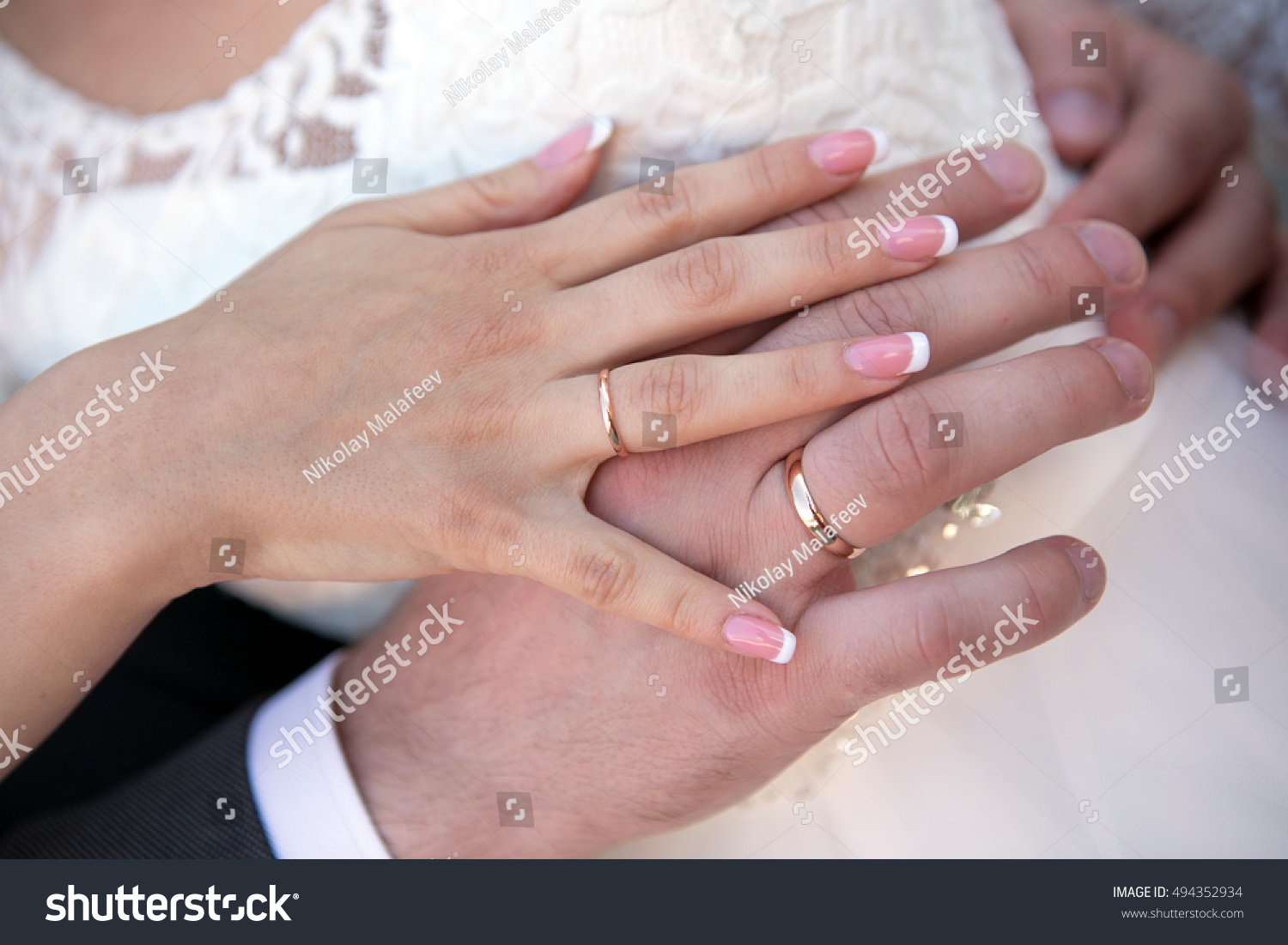 The bride and groom\'s hands with wedding rings | EZ Canvas