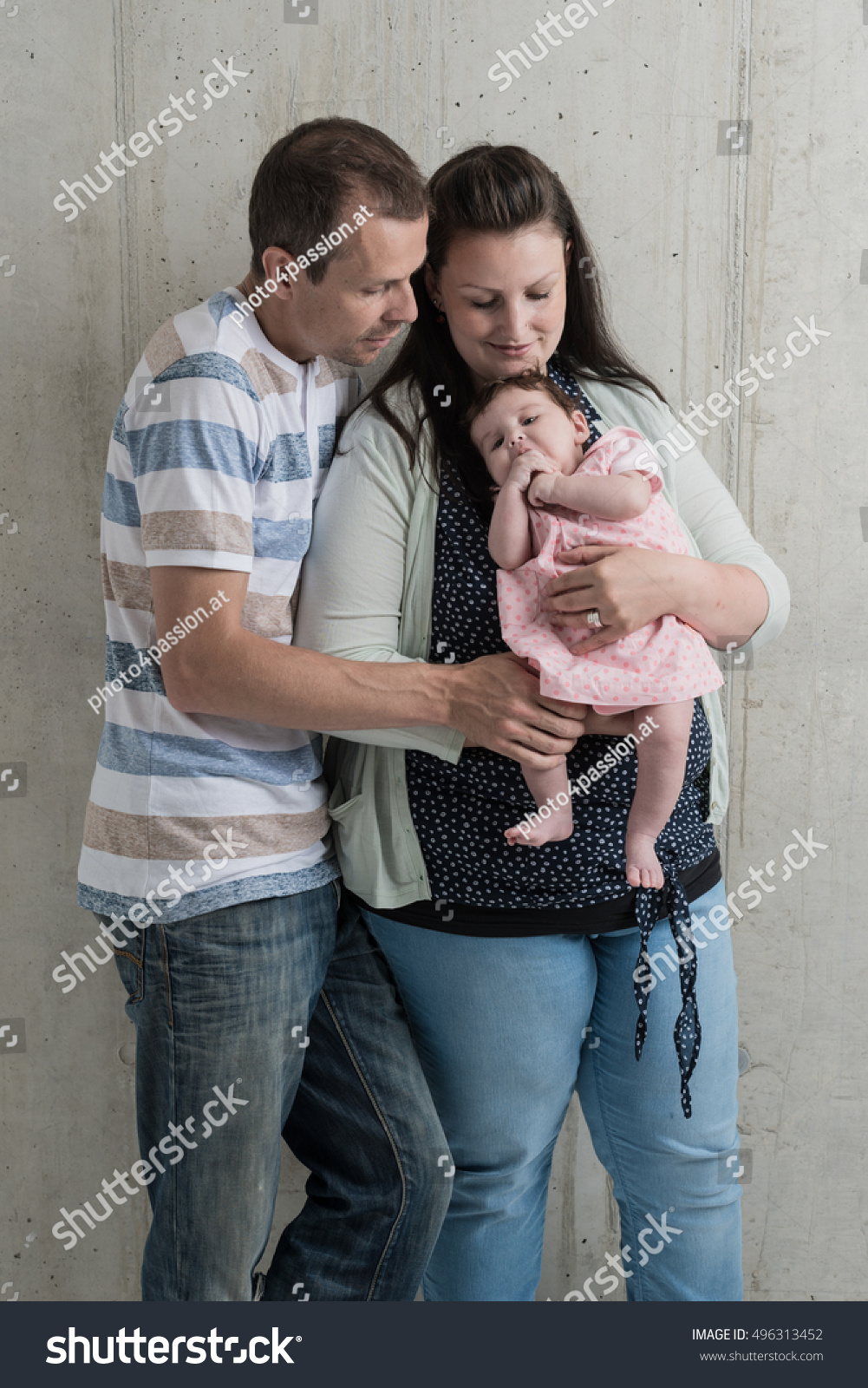 Baby shooting newborn family together