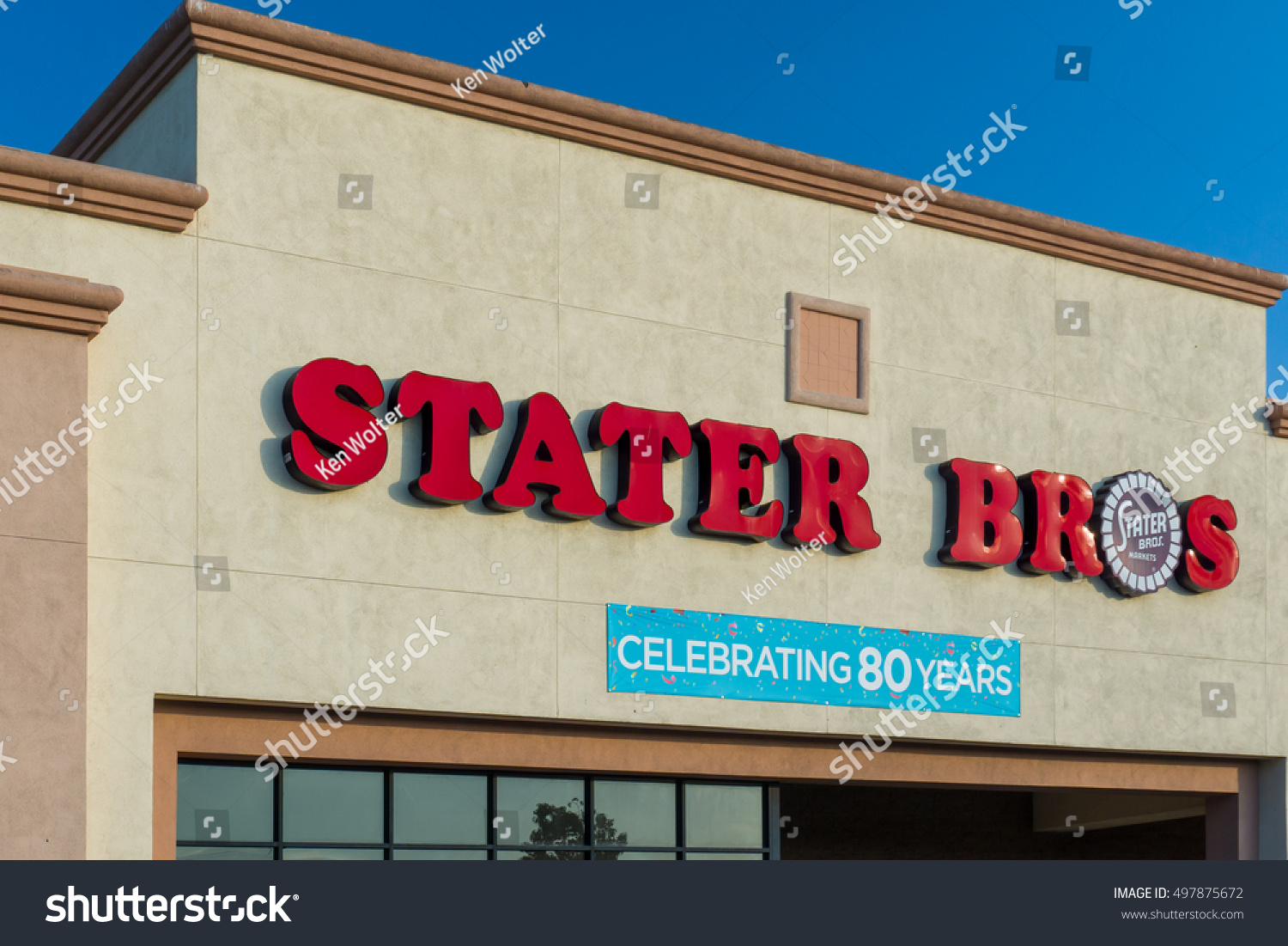 SANTA CLARITA, CA/USA - SEPTEMBER 12, 2016: Stater Bros grocery ...