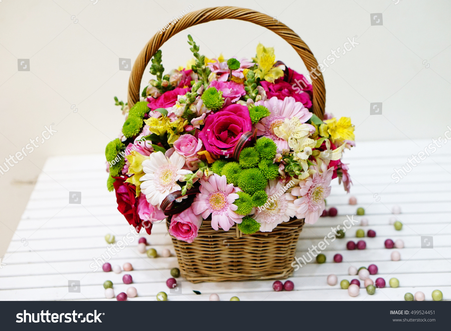 A Bunch Of Flowers Pink Roses Daisy Flower Design Flower