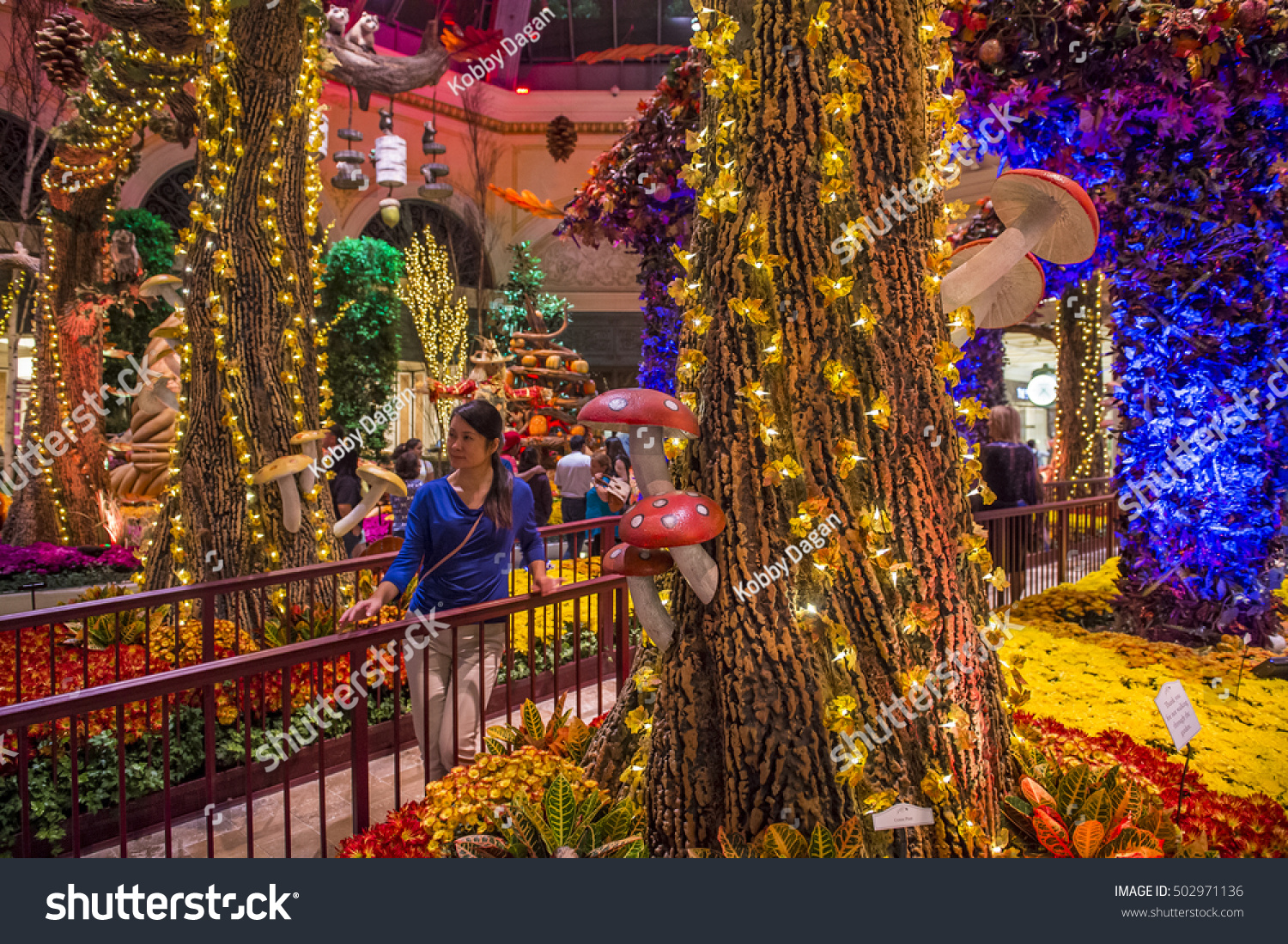 LAS VEGAS - OCT 10 : Fall season in Bellagio Hotel Conservatory ...