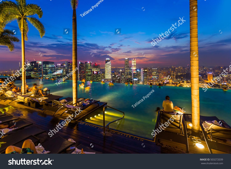 Pool on roof singapore city skyline stock foto 503272039 shutterstock - Singapur skyline pool ...