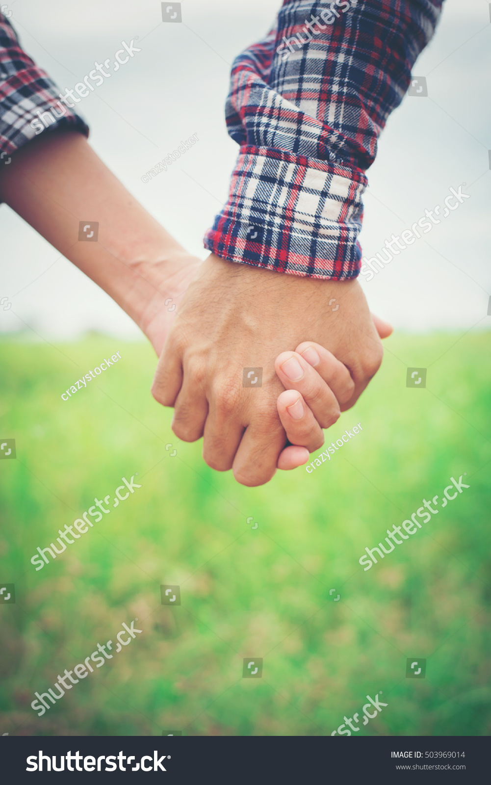 Holding hands while casually dating