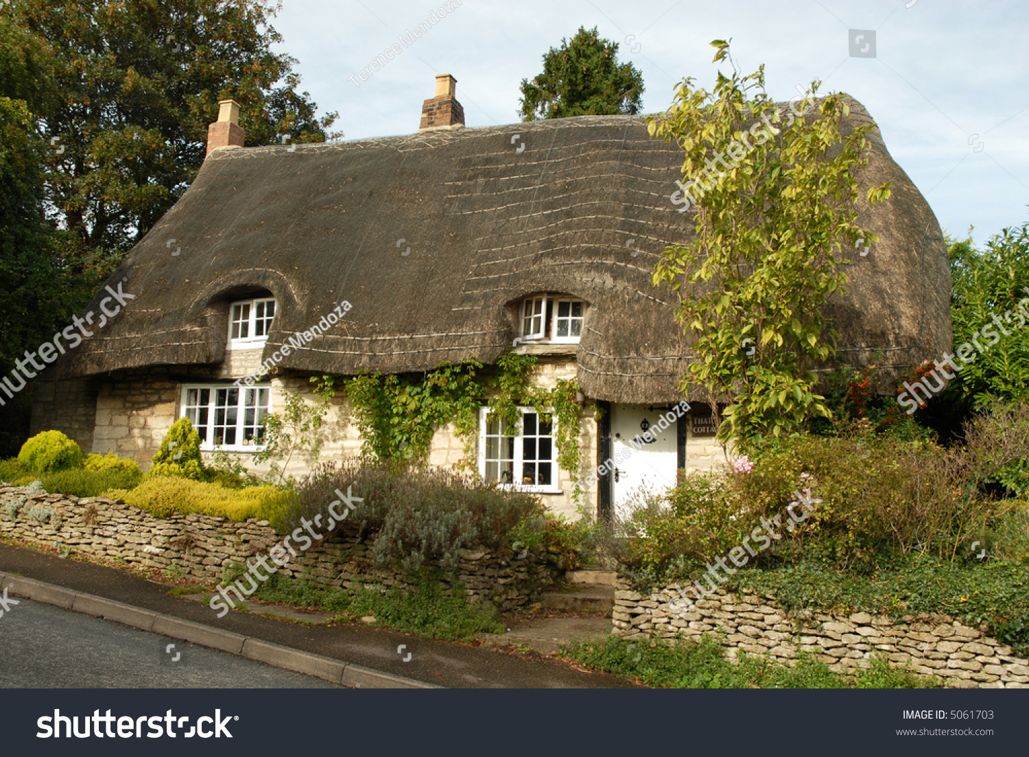 Thatched Cottage Rural England Cotswolds Stock Photo