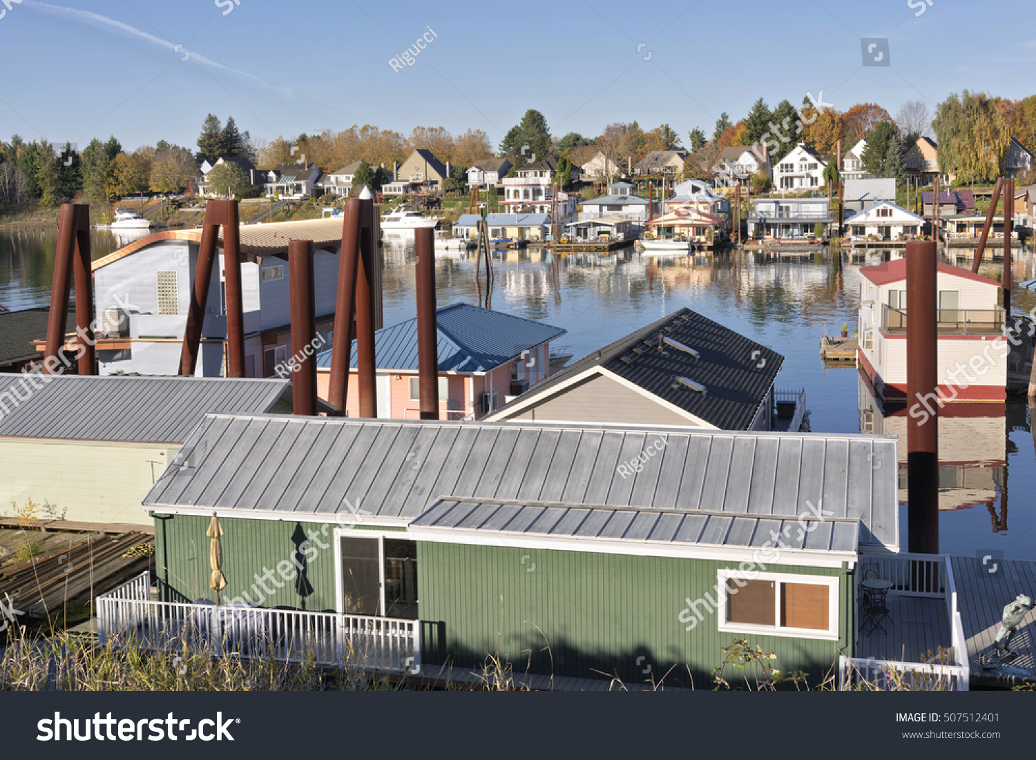 Floating homes docked boats portland oregon stock photo for Floating homes portland